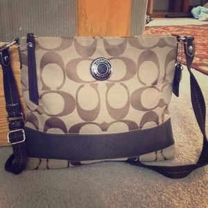 💕 Coach brown tan med jacquard crossbody bag 💕